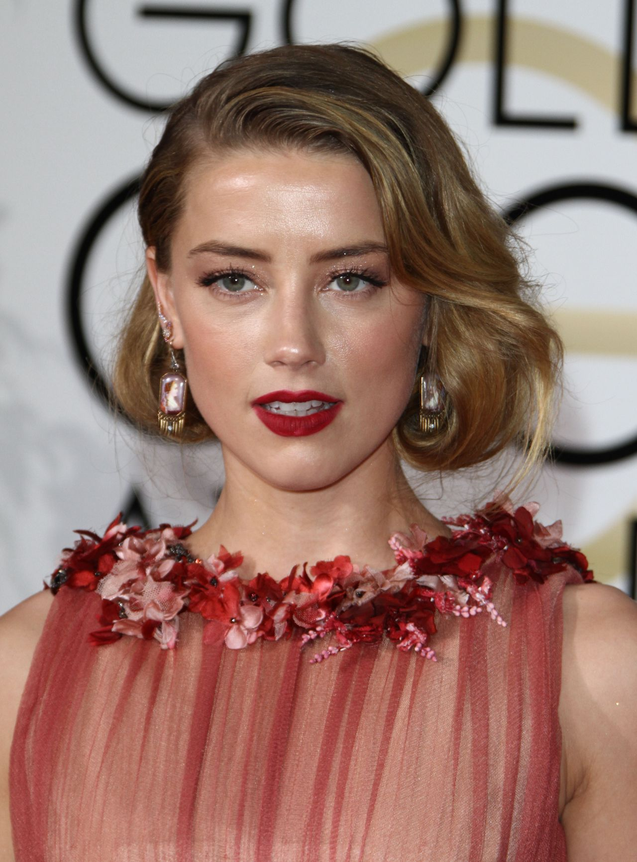 amber-heard-2016-golden-globe-awards-in-beverly-hills-1