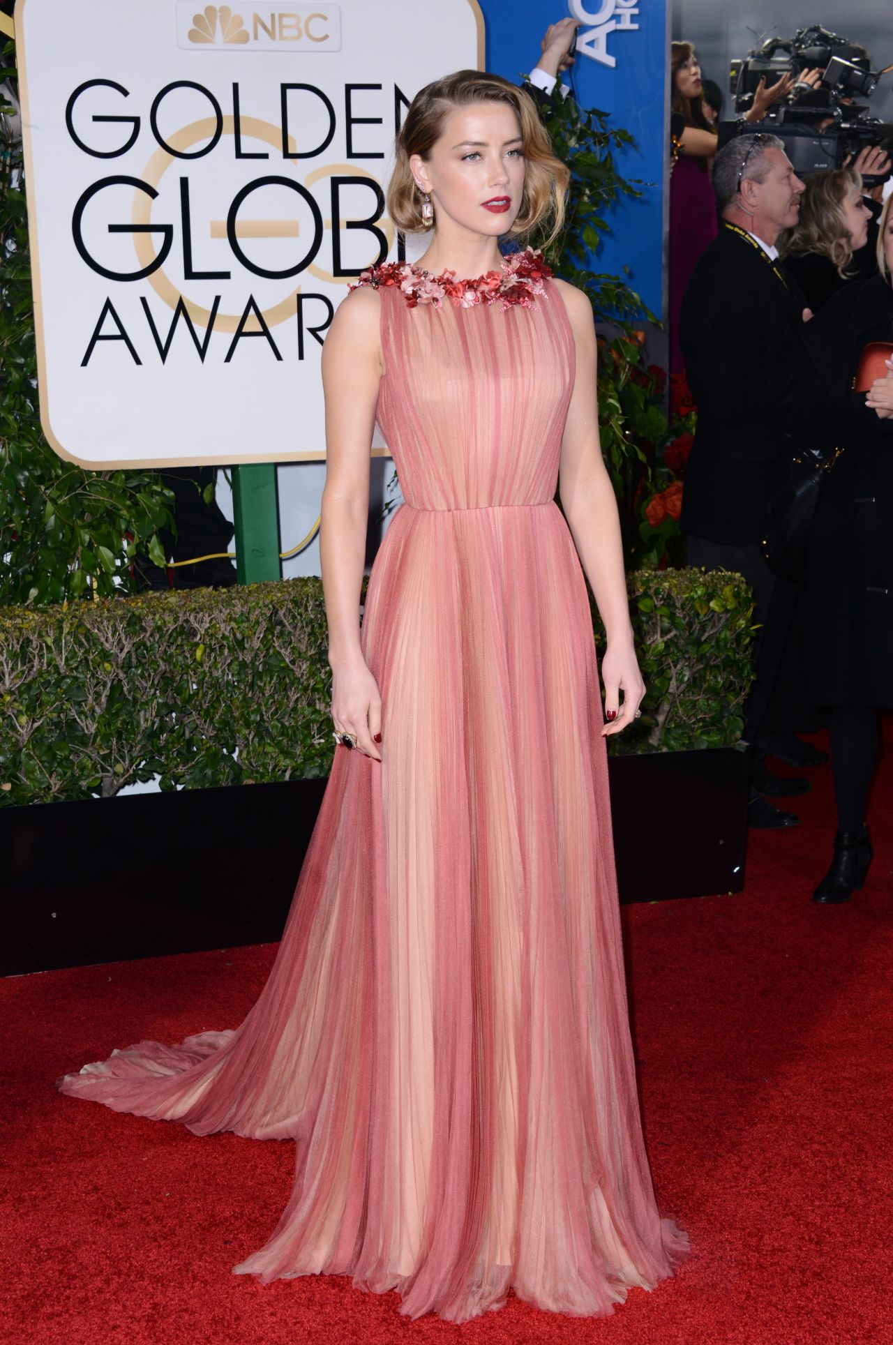 amber-heard-2016-golden-globe-awards-in-beverly-hills-11
