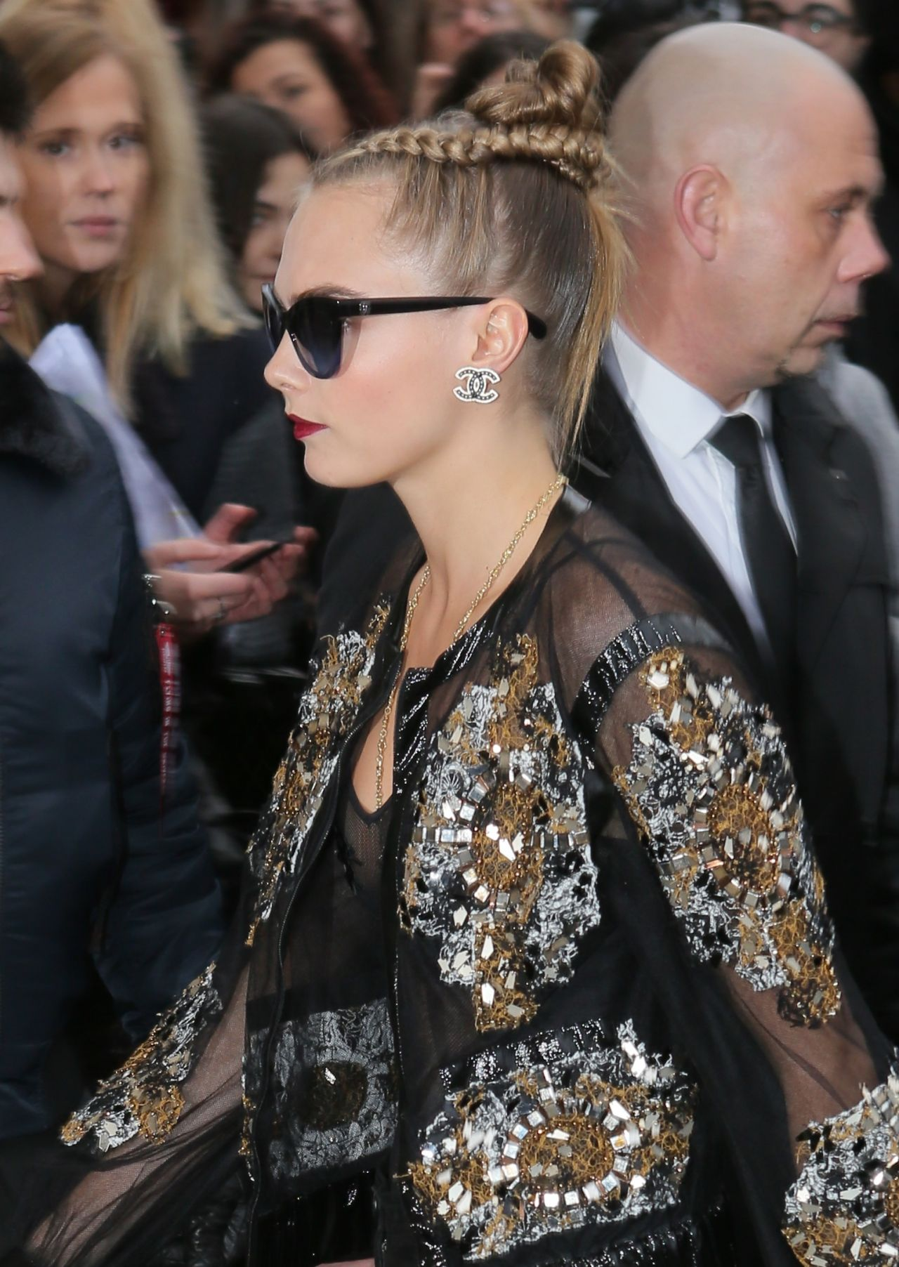 cara-delevingne-chanel-haute-couture-spring-summer-2016-fashion-show-in-paris-9