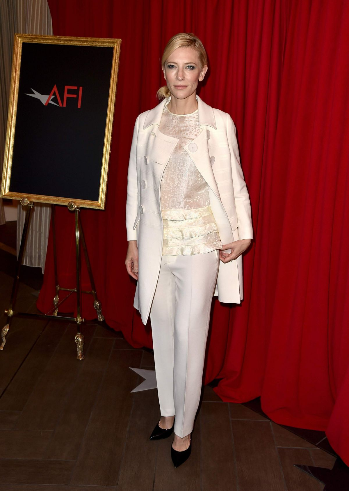 cate-blanchett-at-afi-awards-2016-in-beverly-hills-01-08-2016_3