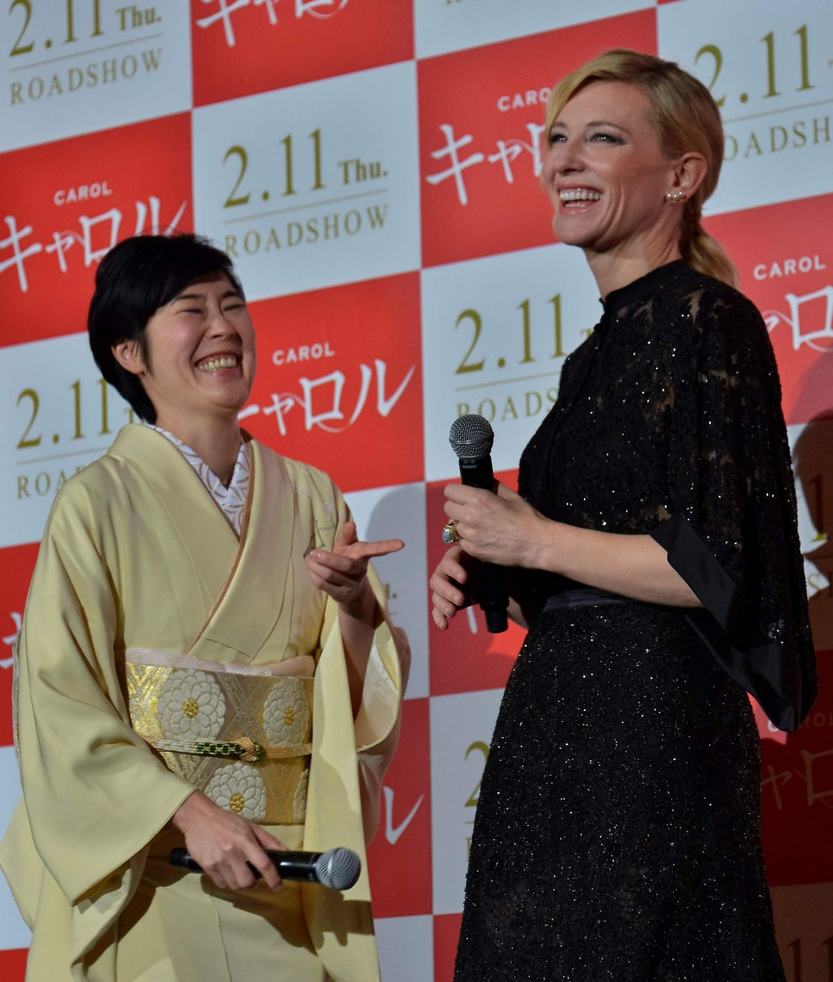 cate-blanchett-at-stage-greeting-for-carol-in-tokyo-01-22-2016_7