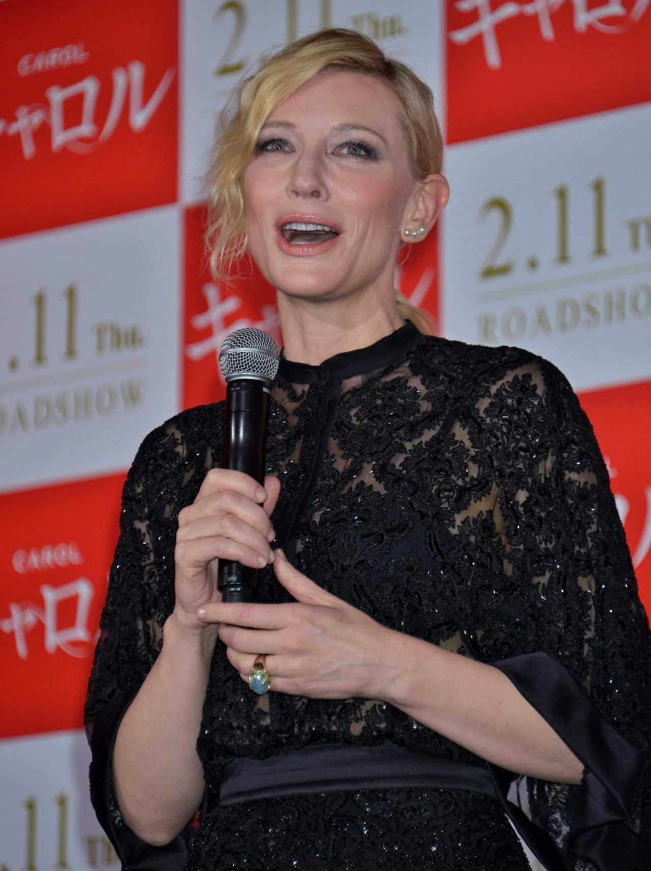 cate-blanchett-carol-stage-greeting-in-tokyo-january-22-2016-2
