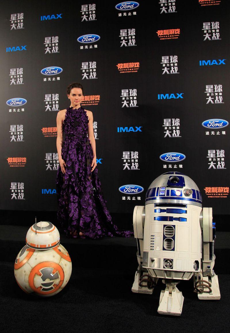 daisy-ridley-star-wars-shanghai-fan-event-12-27-2015-4