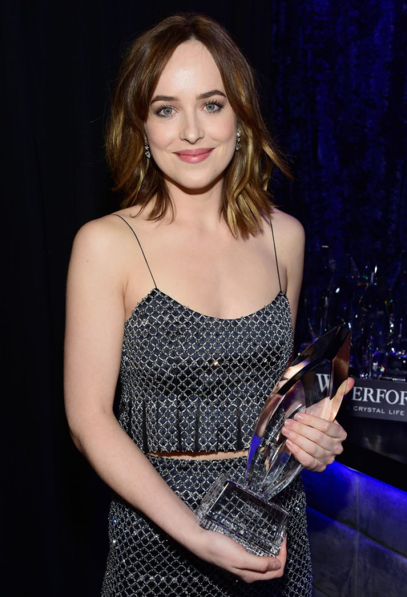 dakota-johnson-2016-people-s-choice-awards-in-microsoft-theater-in-los-angeles-1