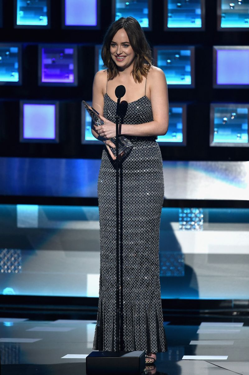 dakota-johnson-2016-people-s-choice-awards-in-microsoft-theater-in-los-angeles-2