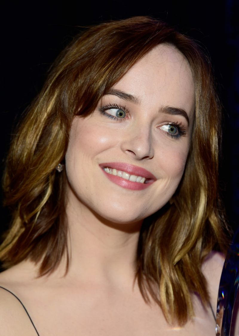 dakota-johnson-2016-people-s-choice-awards-in-microsoft-theater-in-los-angeles-6