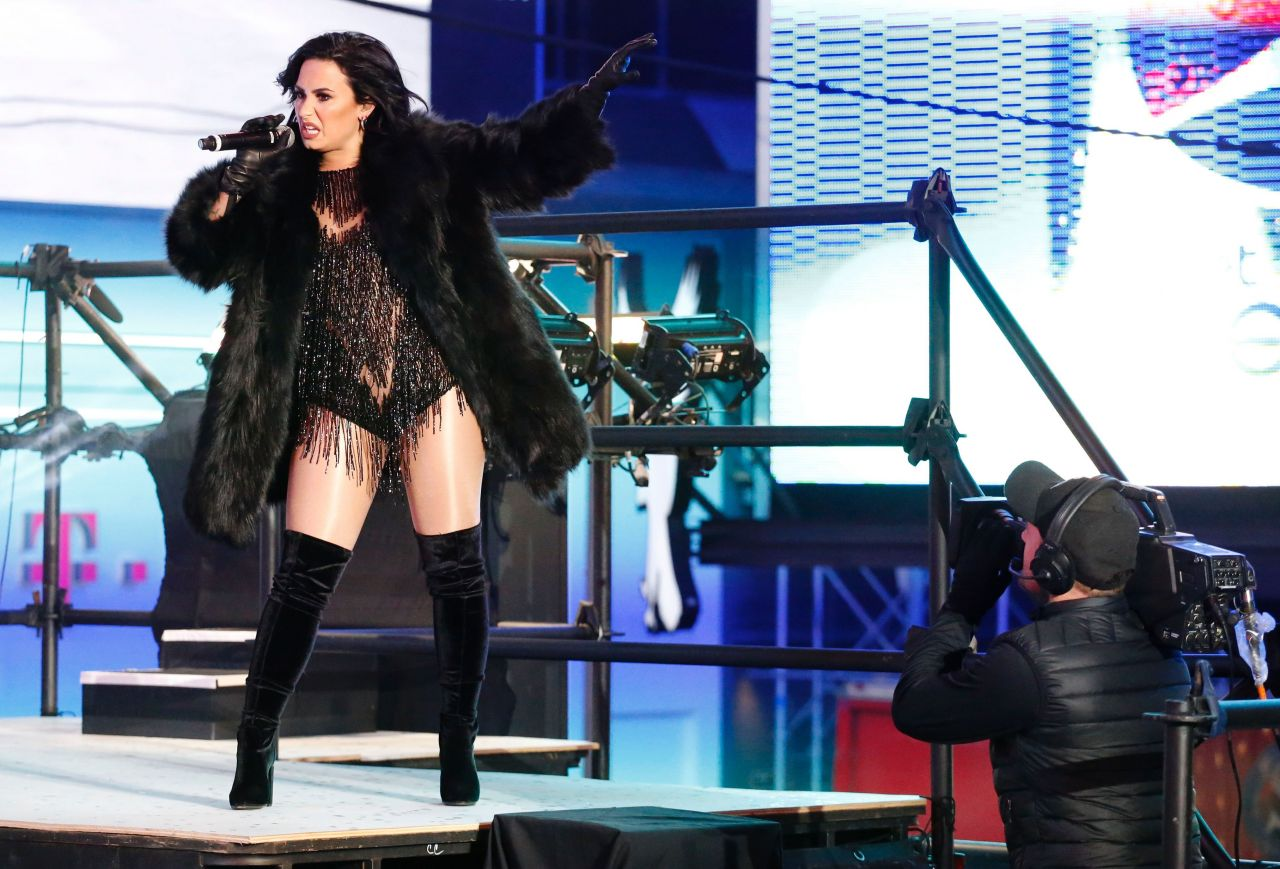 demi-lovato-performing-in-times-square-ny-new-year-s-rockin-eve-11