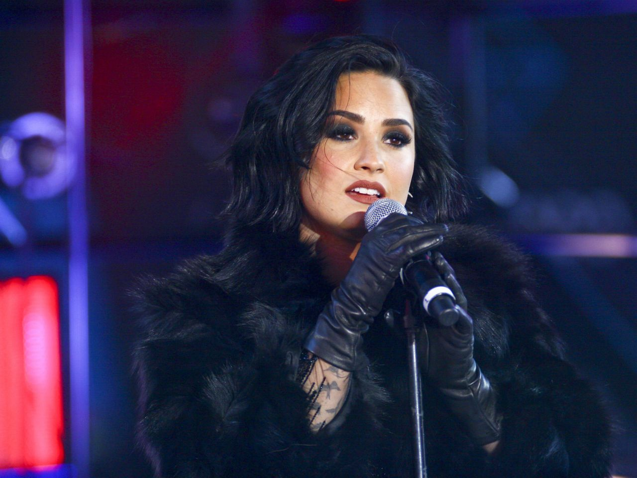 demi-lovato-performing-in-times-square-ny-new-year-s-rockin-eve-12