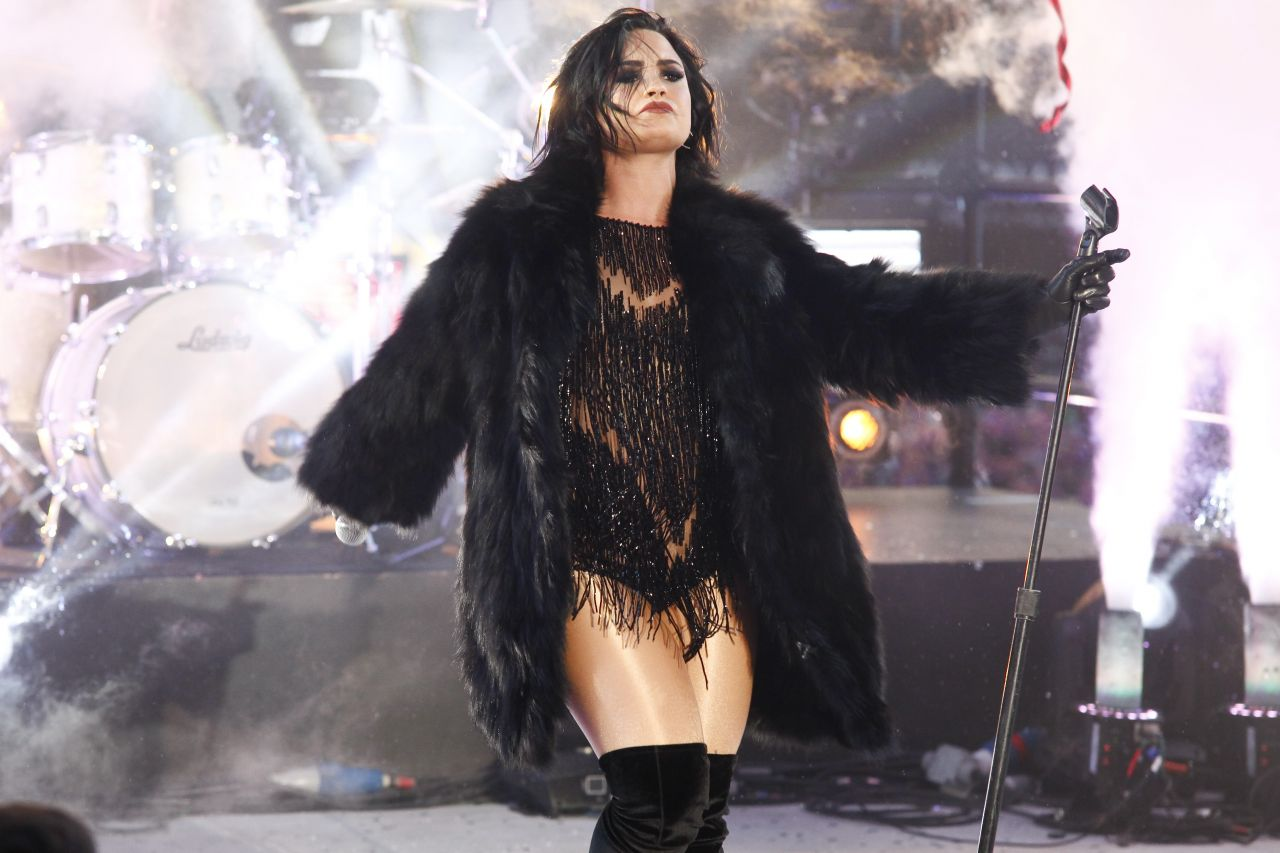 demi-lovato-performing-in-times-square-ny-new-year-s-rockin-eve-13