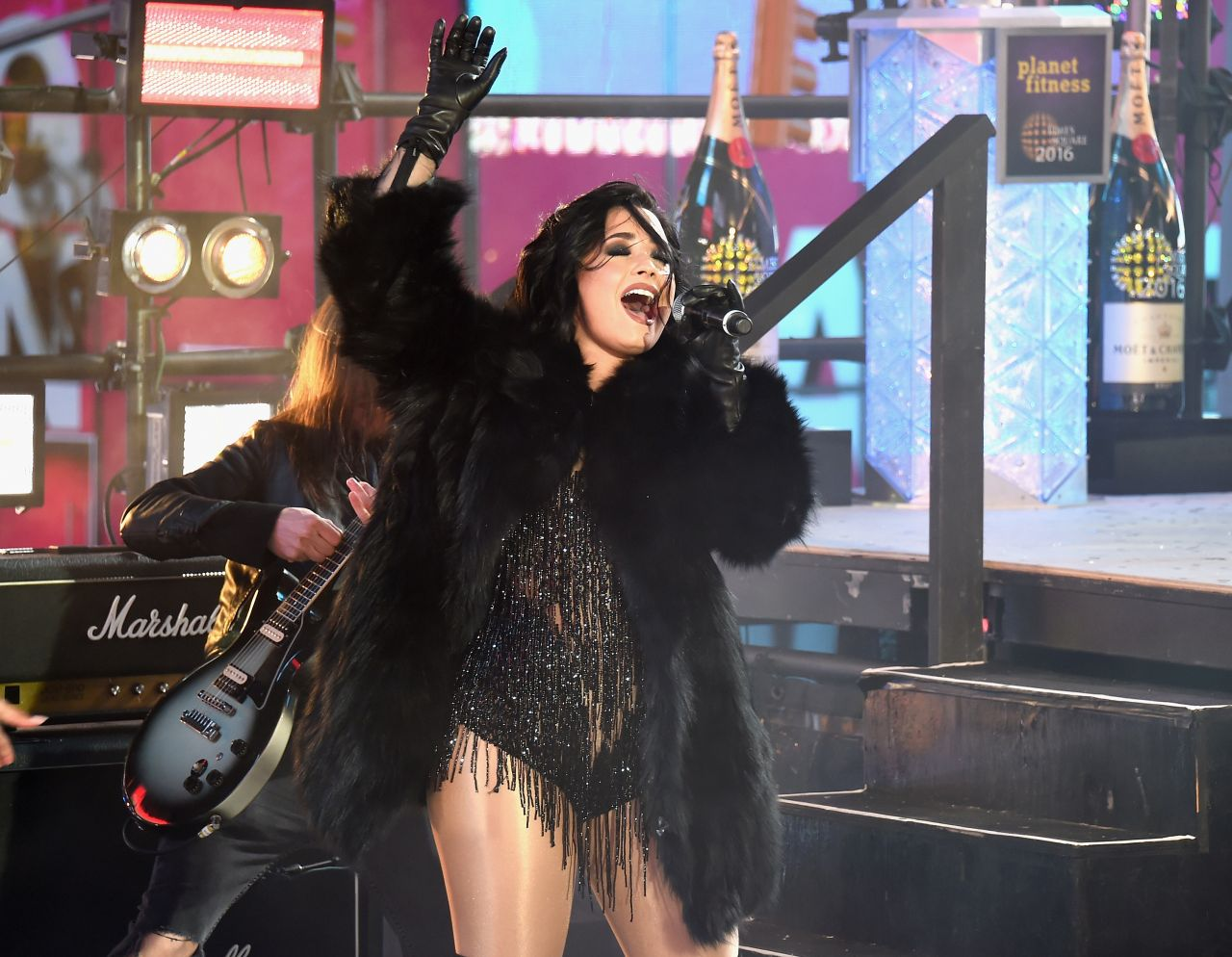demi-lovato-performing-in-times-square-ny-new-year-s-rockin-eve-6
