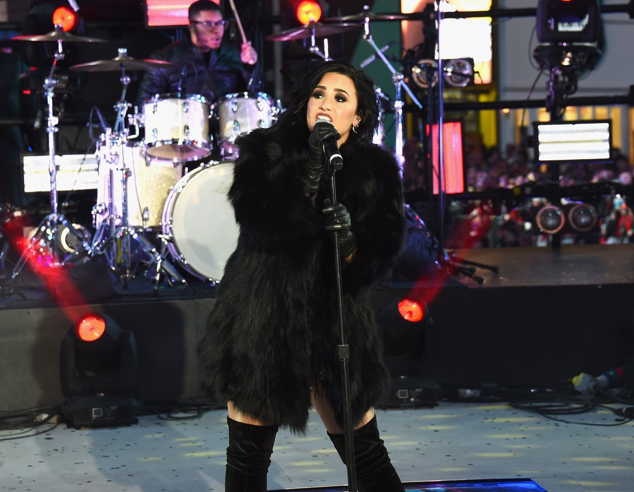 demi-lovato-performing-in-times-square-ny-new-year-s-rockin-eve-7