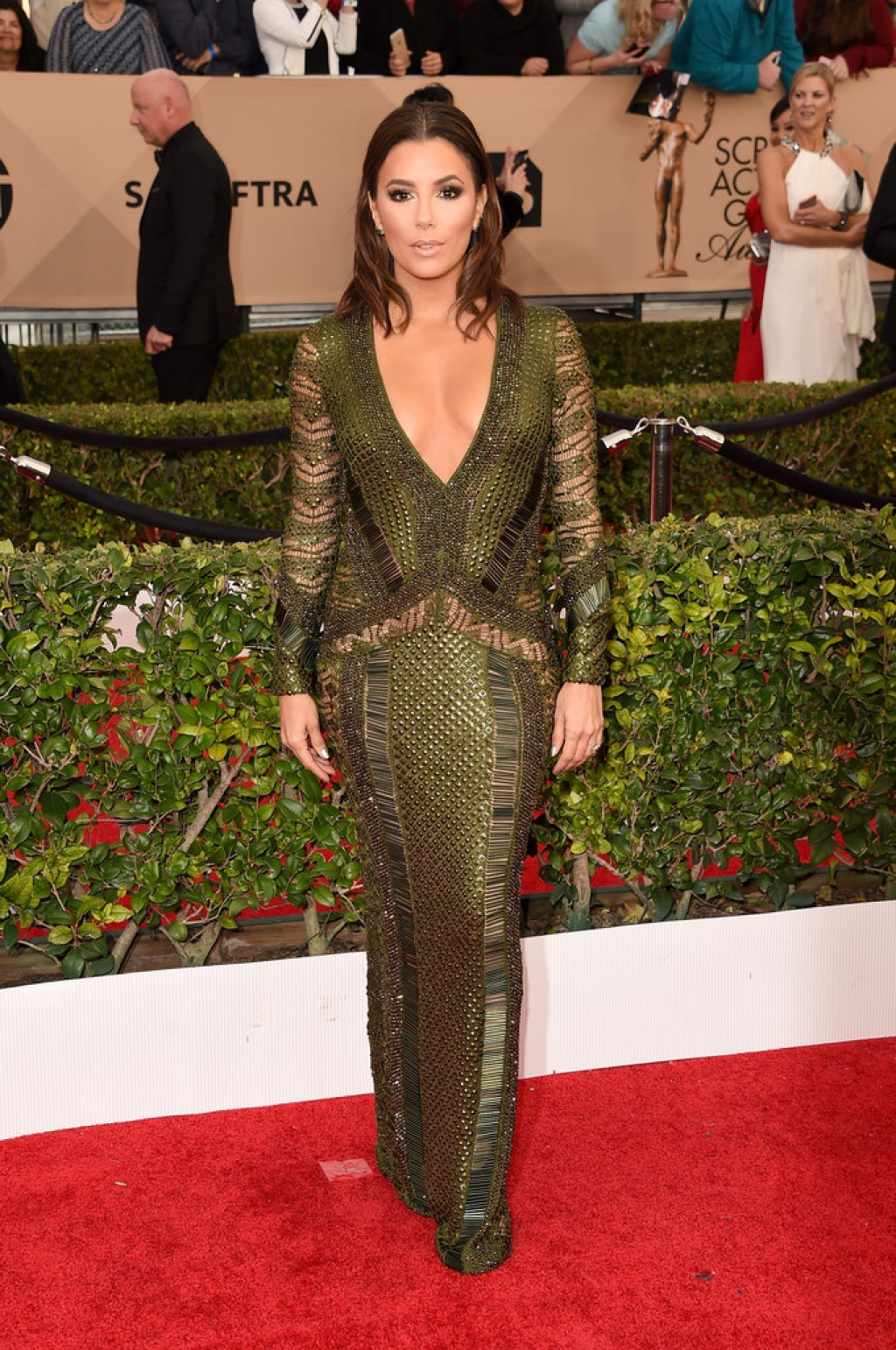 eva-longoria-2016-sag-julien-macdonald-dress-1024x1542