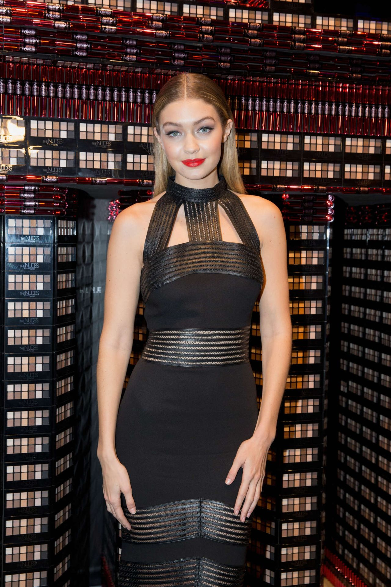 gigi hadid in sally la pointe maybelline the power of colors make up runway event. Black Bedroom Furniture Sets. Home Design Ideas