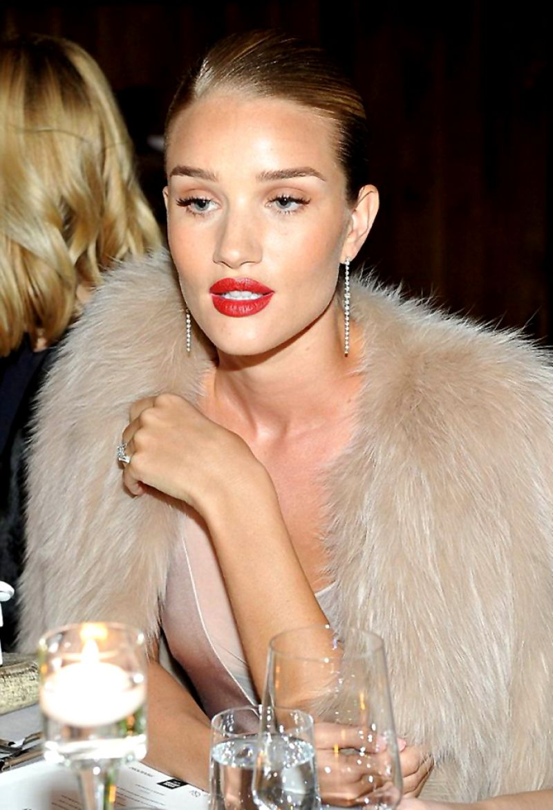 jessica-albaand-rosie-huntington-whiteley-at-galvan-for-opening-ceremony-dinner-in-los-angeles-01-13-2016_11