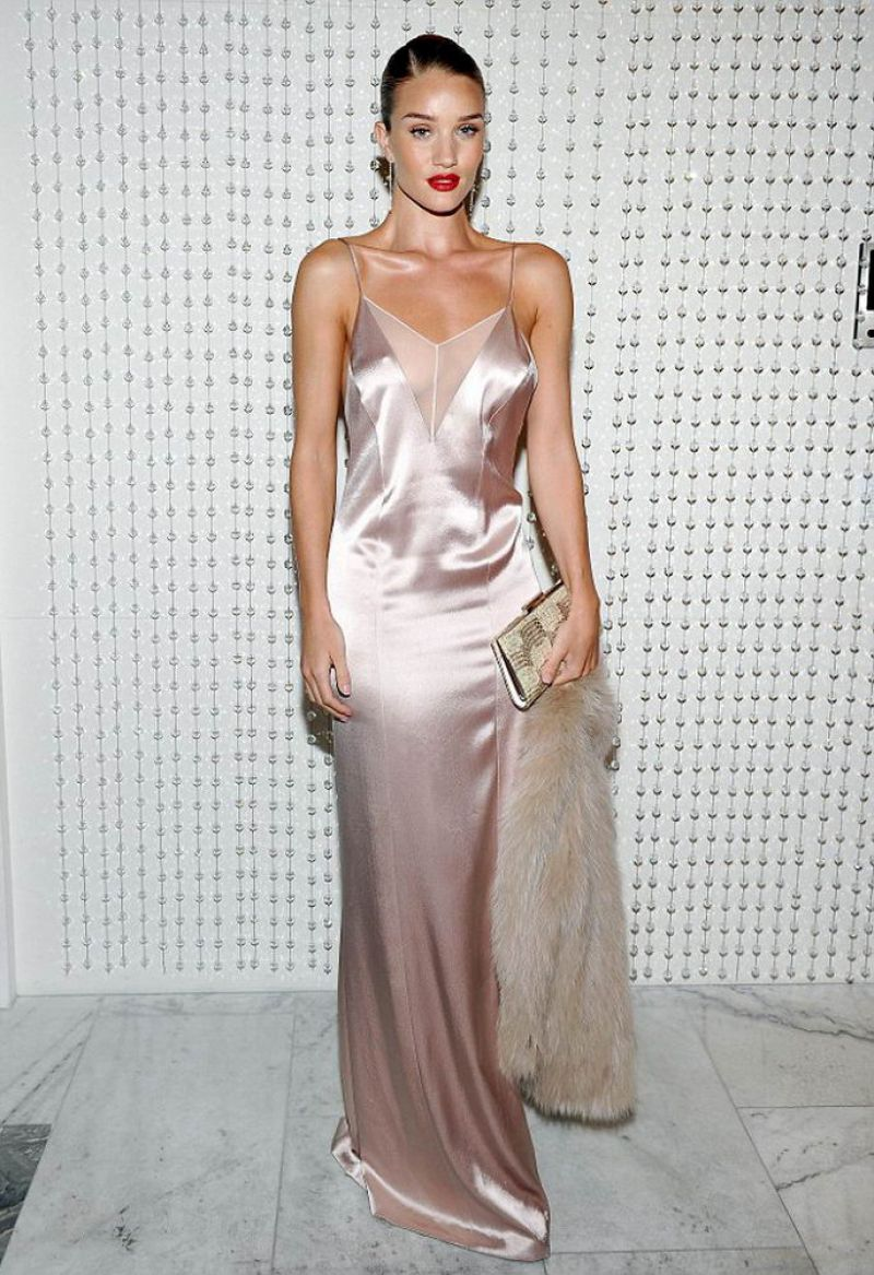 jessica-albaand-rosie-huntington-whiteley-at-galvan-for-opening-ceremony-dinner-in-los-angeles-01-13-2016_3