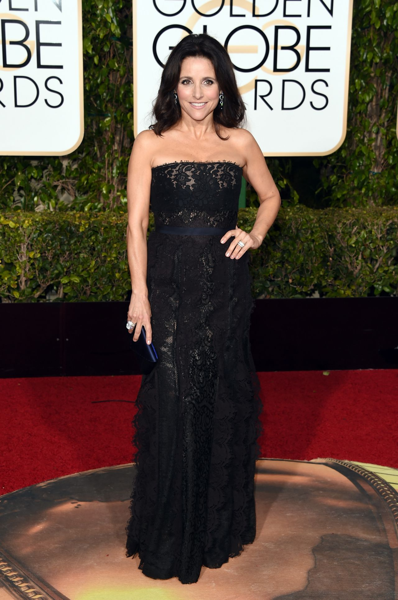 julia-louis-dreyfus-2016-golden-globe-awards-in-beverly-hills-1