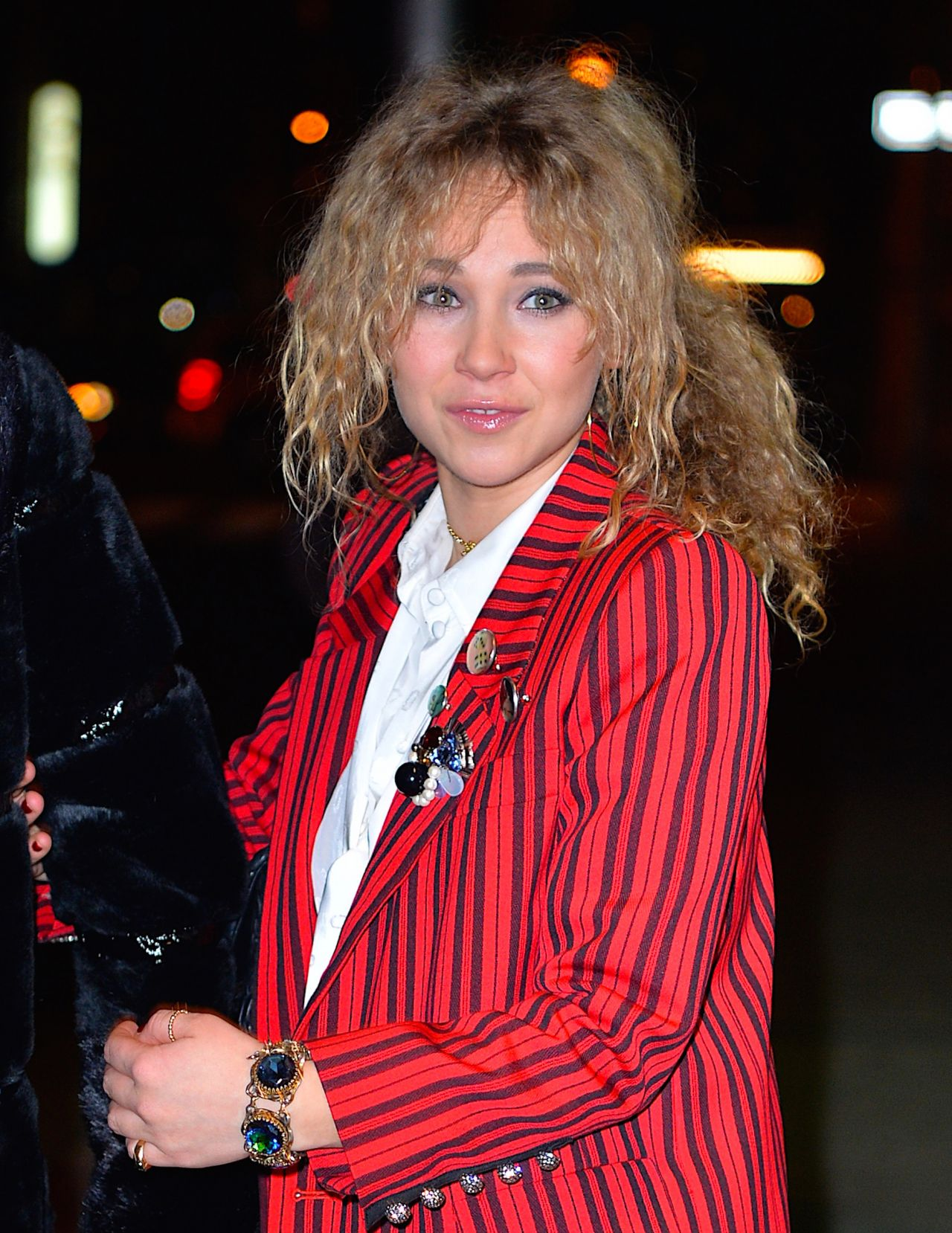 juno-temple-and-emily-tremaine-step-out-together-to-attend-marc-jacob-s-event-at-the-hotel-wolcott-in-new-york-12