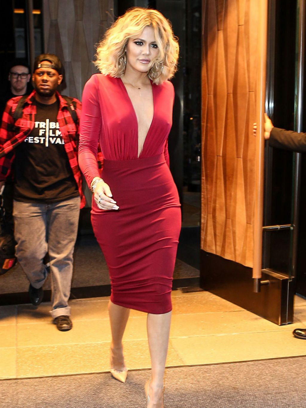 khloe-kardashian-appeared-on-live-with-kelly-and-michael-1-17-2016-1