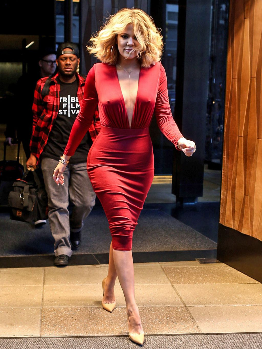 khloe-kardashian-appeared-on-live-with-kelly-and-michael-1-17-2016-3
