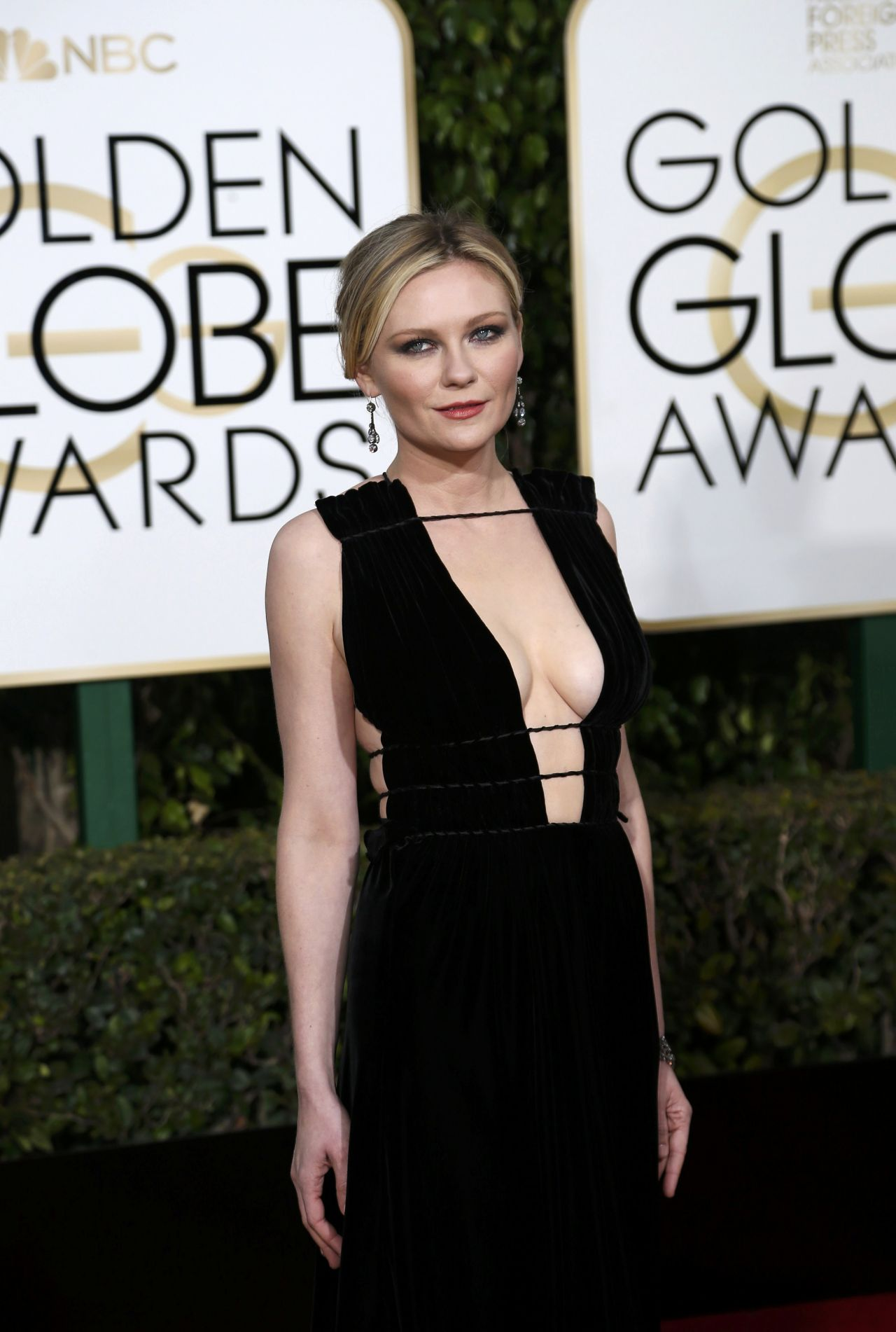 kirsten-dunst-2016-golden-globe-awards-in-beverly-hills-2