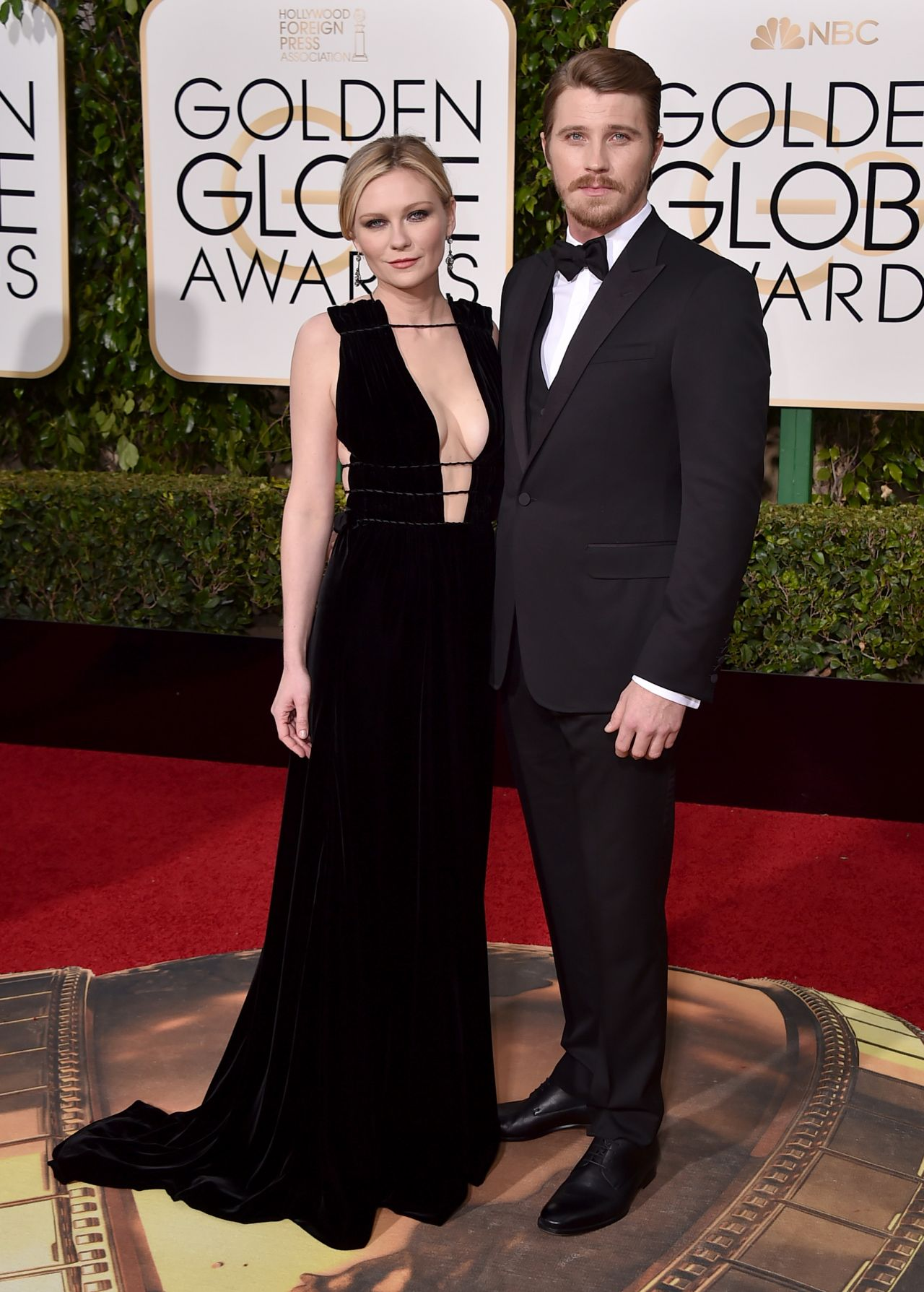 kirsten-dunst-2016-golden-globe-awards-in-beverly-hills-4