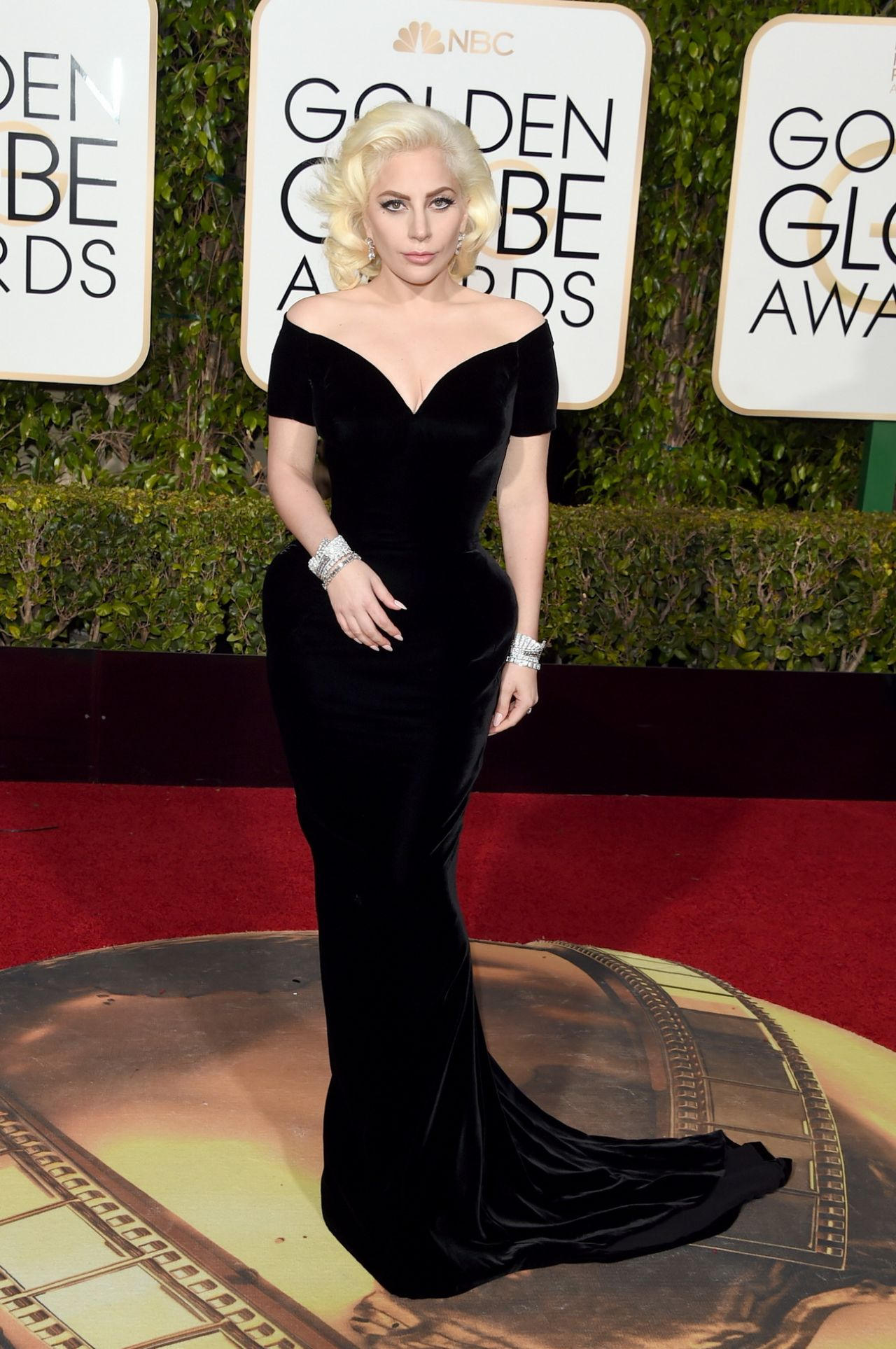 lady-gaga-2016-golden-globe-awards-in-beverly-hills-3