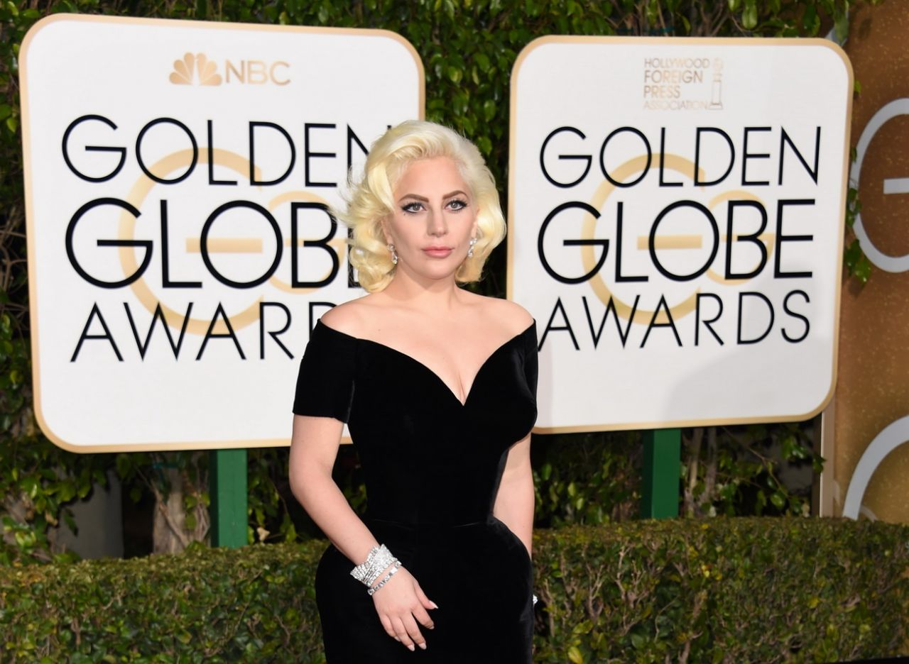 lady-gaga-2016-golden-globe-awards-in-beverly-hills-5