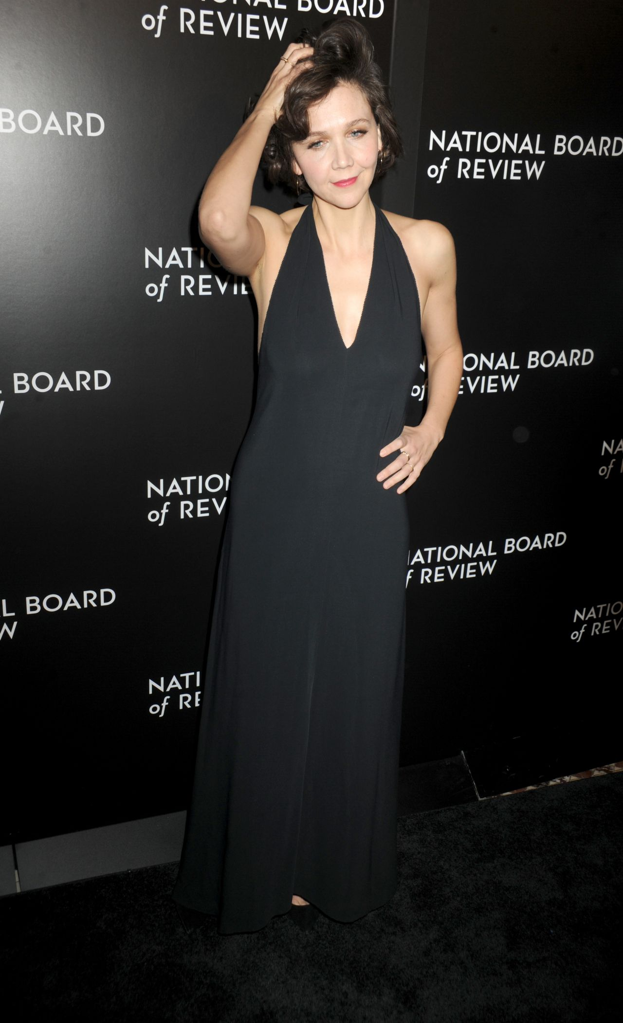 maggie-gyllenhaal-2015-national-board-of-review-awards-gala-in-new-york-city-3