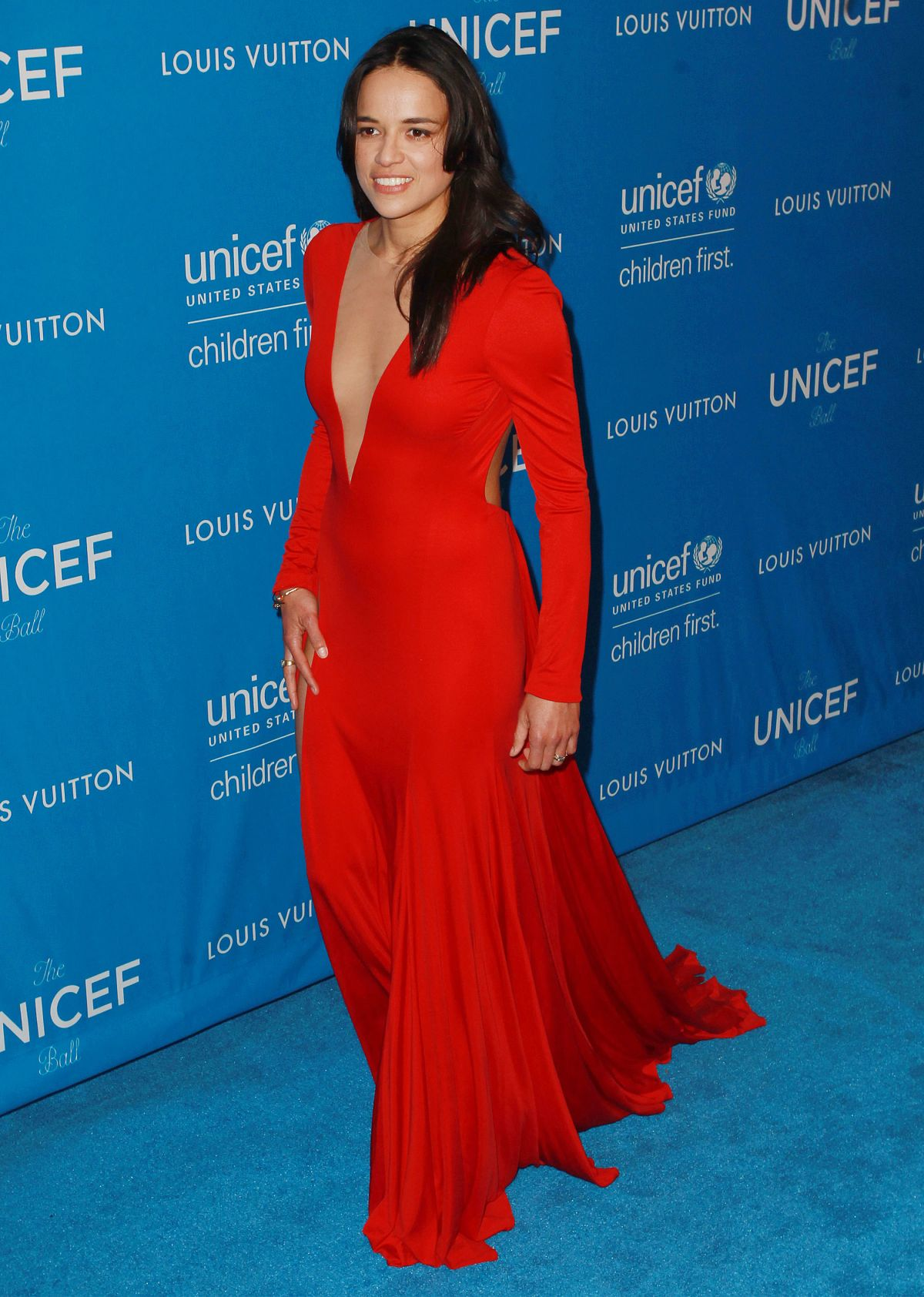 michelle-rodriguez-at-6th-biennial-unicef-ball-in-beverly-hills-01-12-2016_8