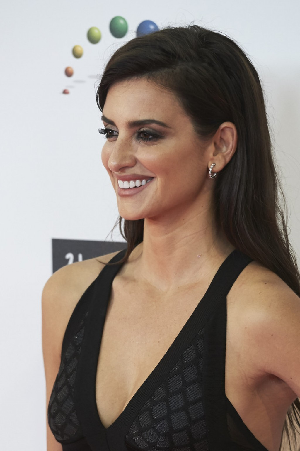 penelope-cruz-jose-maria-forque-awards-closeup-1024x1537