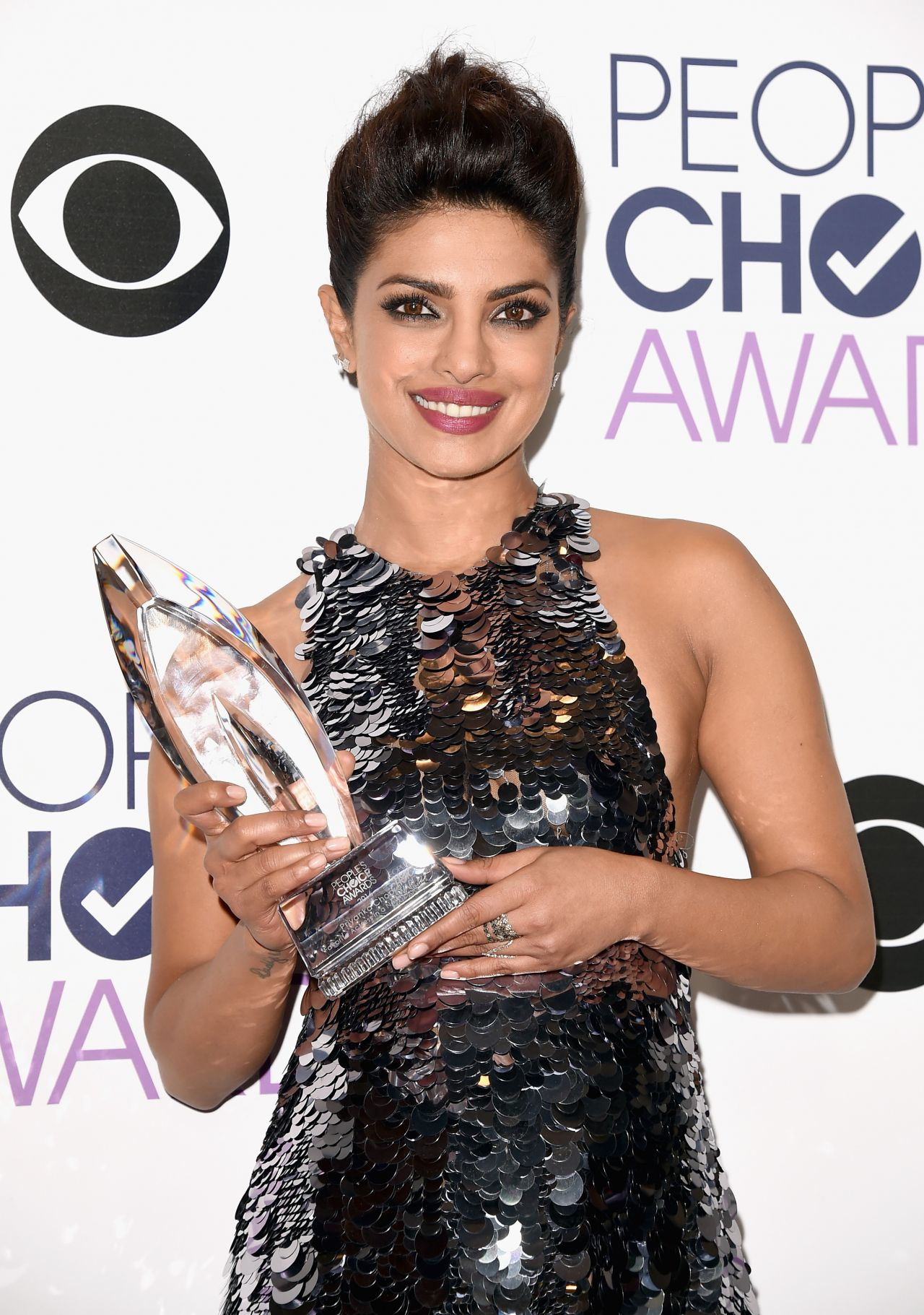 priyanka-chopra-2016-people-s-choice-awards-in-microsoft-theater-in-los-angeles-1