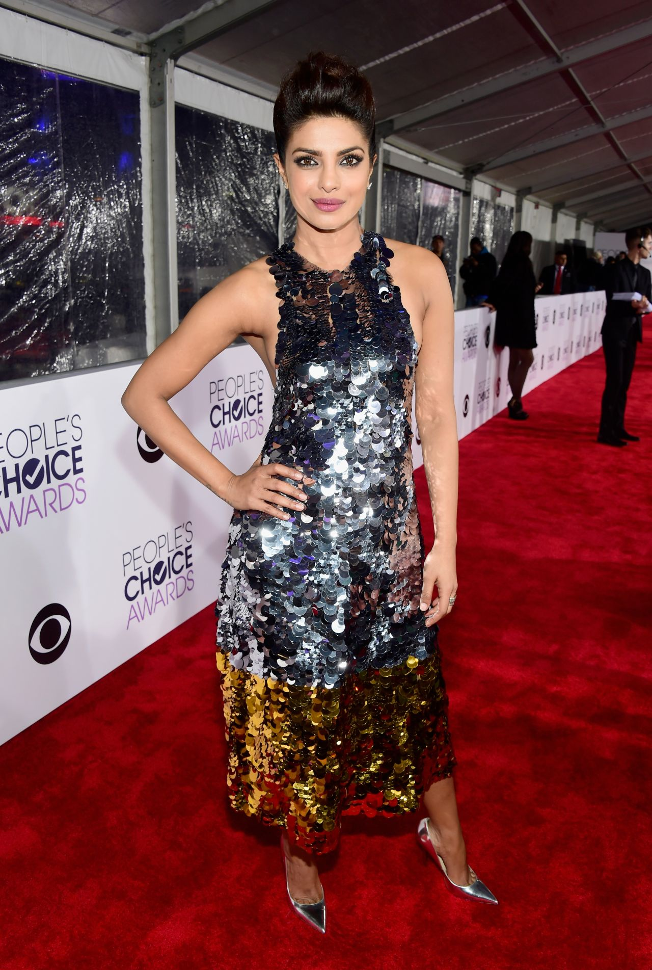 priyanka-chopra-2016-people-s-choice-awards-in-microsoft-theater-in-los-angeles-3