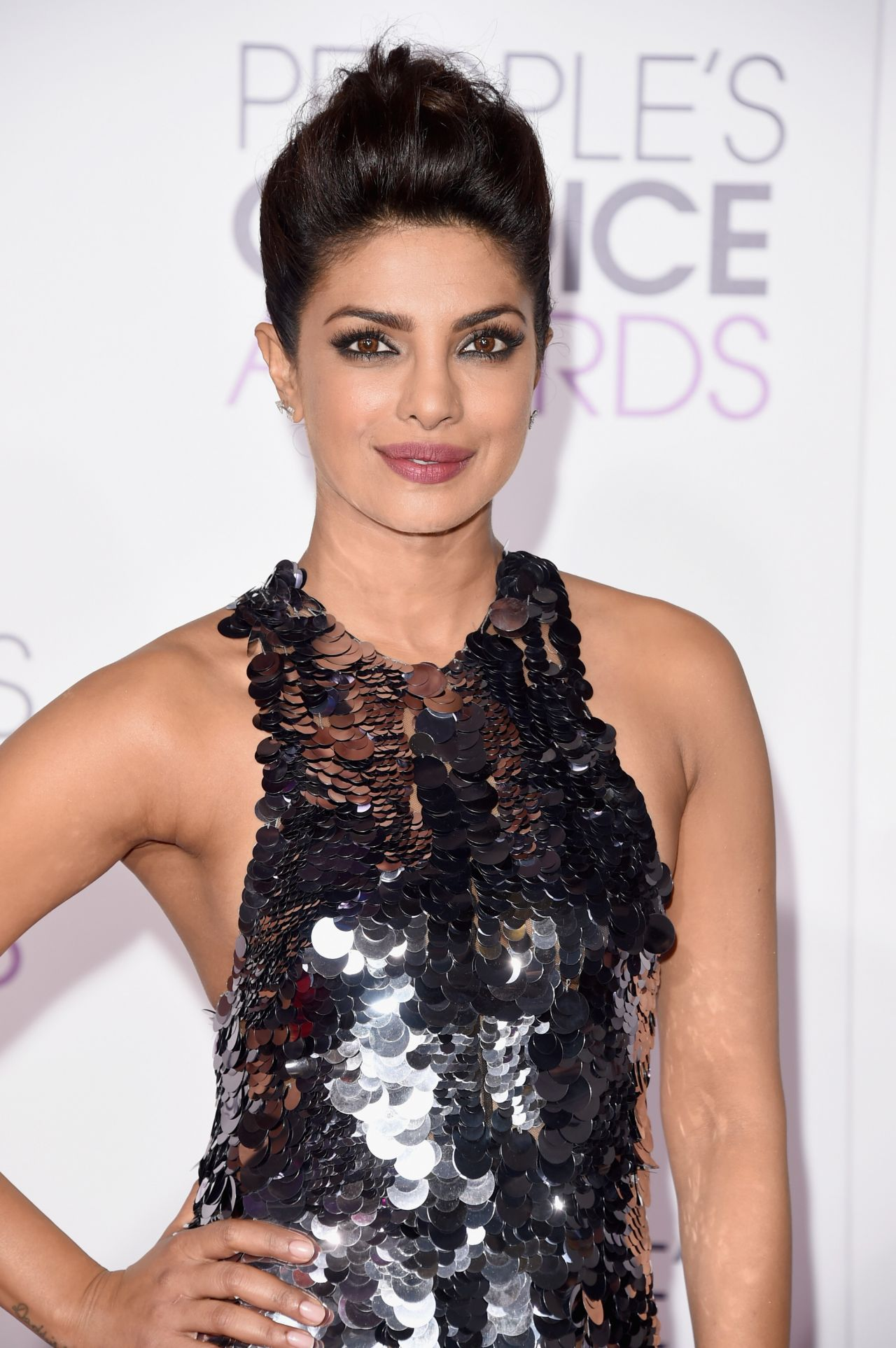 priyanka-chopra-2016-people-s-choice-awards-in-microsoft-theater-in-los-angeles-4