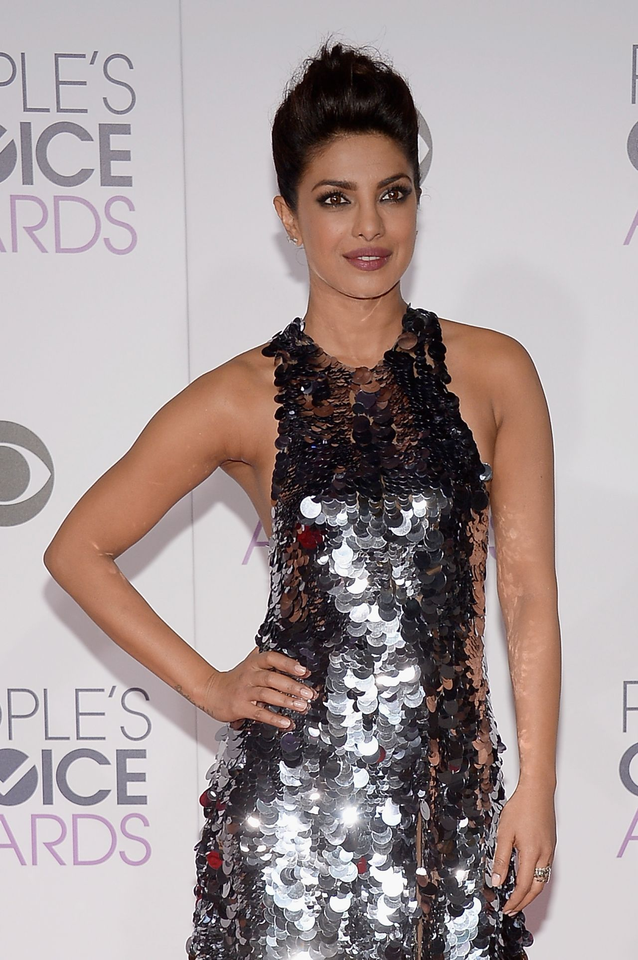 priyanka-chopra-2016-people-s-choice-awards-in-microsoft-theater-in-los-angeles-9