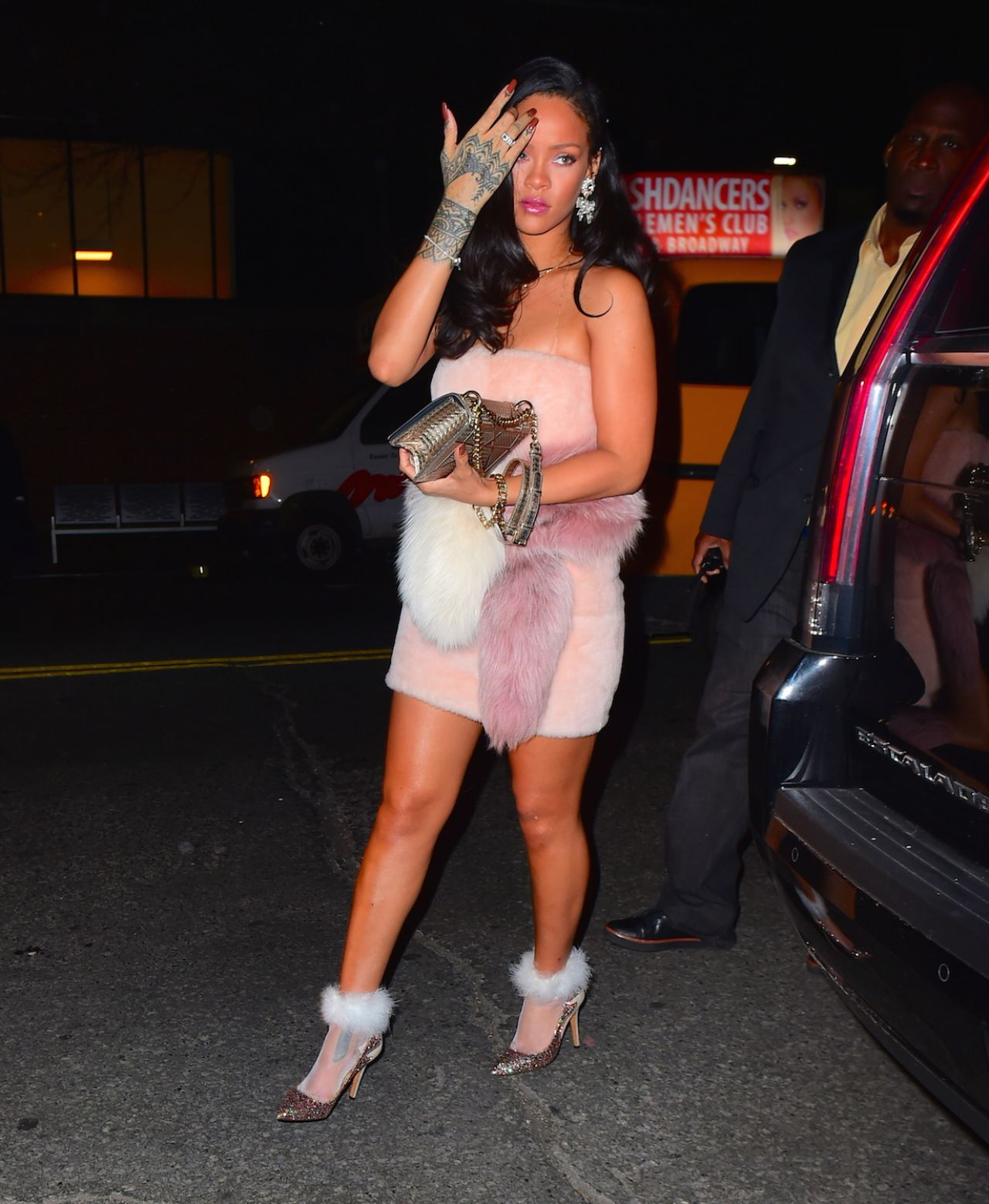 rihanna-night-out-style-outside-sono-club-in-new-york-city-01-01-2016-4