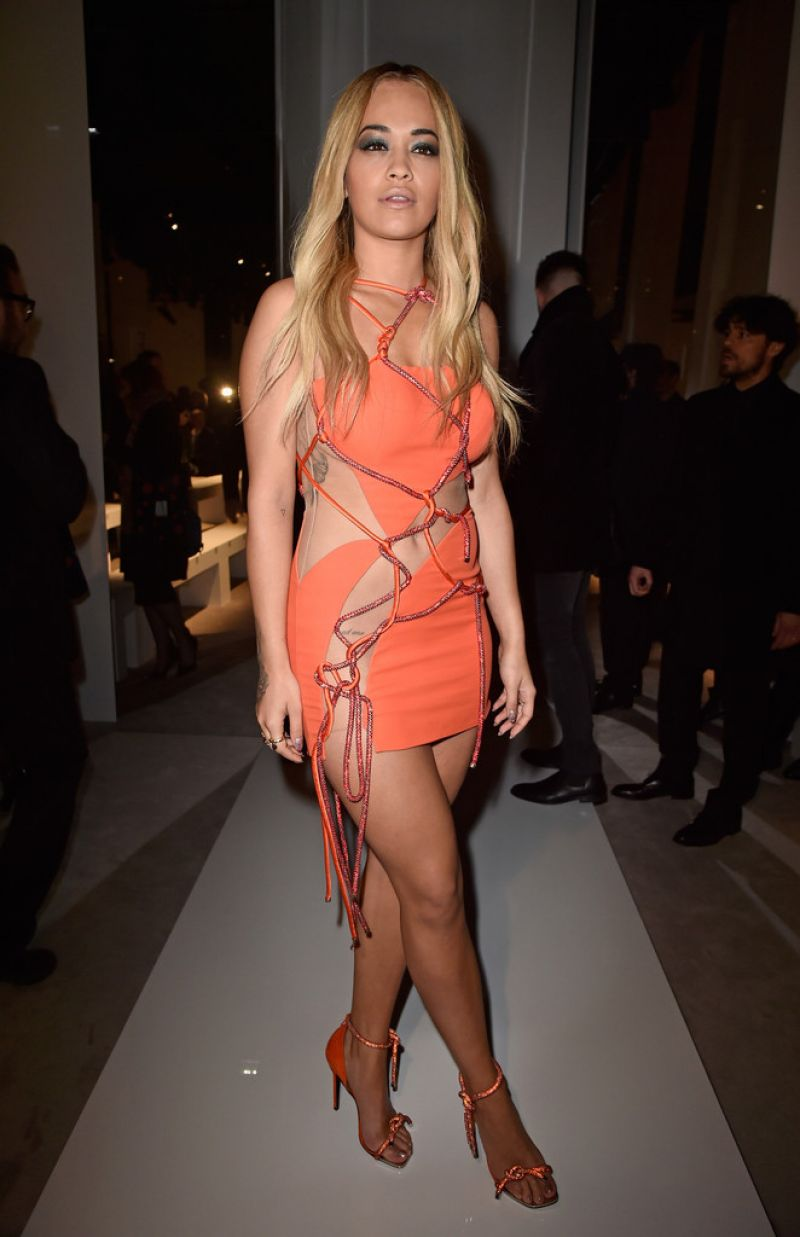 rita-ora-hot-in-mini-dress-versace-spring-summer-2016-show-paris-fashion-week-5