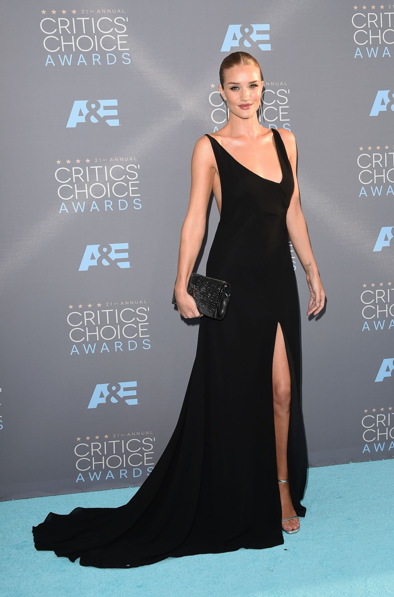 rosie-huntington-whiteley-2016-critics-choice-awards-in-santa-monica-12