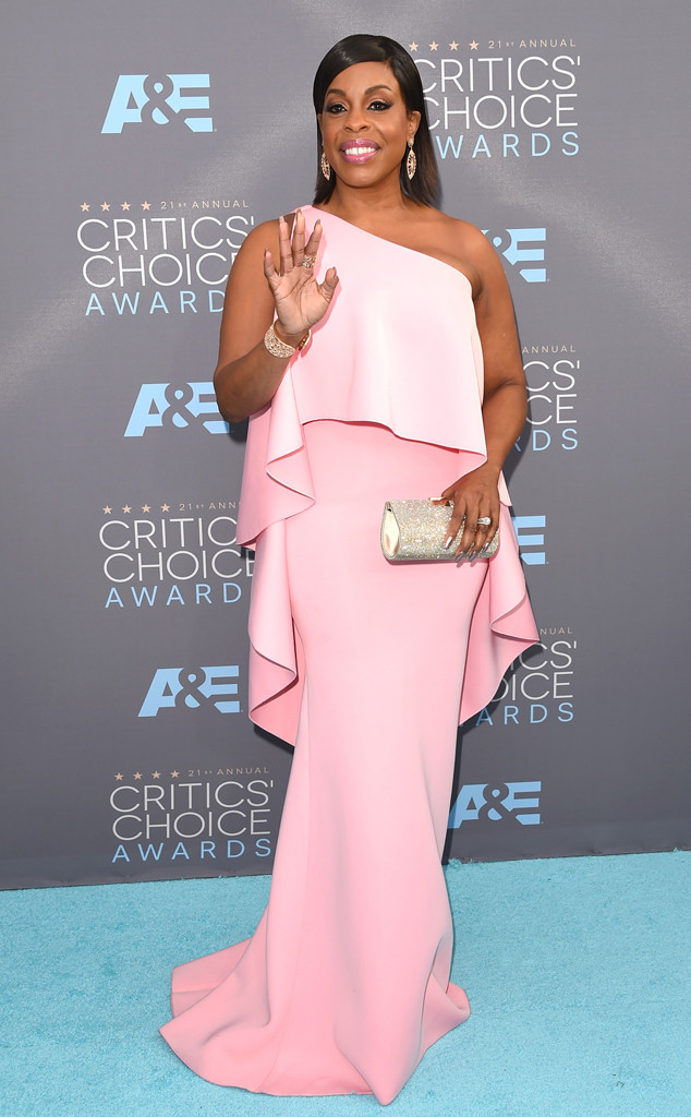 niecy-nash-2016-critics-choice-awards