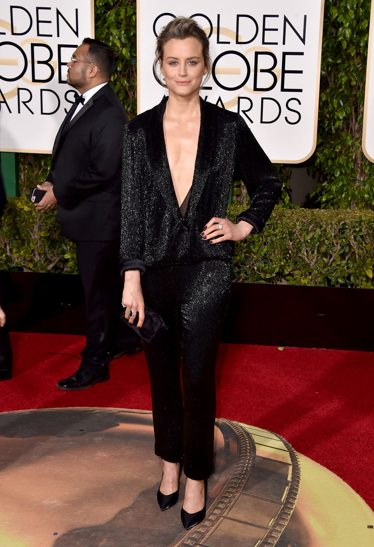 taylor-schilling-2016-golden-globe-awards-in-beverly-hills-1