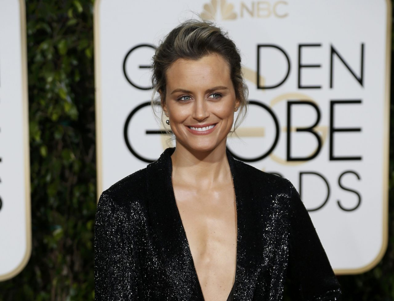 taylor-schilling-2016-golden-globe-awards-in-beverly-hills-2