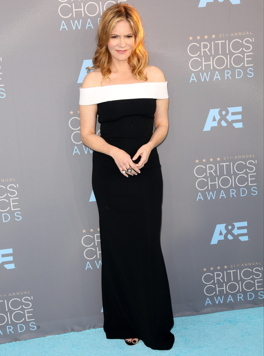Jennifer- Jason- Leigh-critics-choice-awards-2016