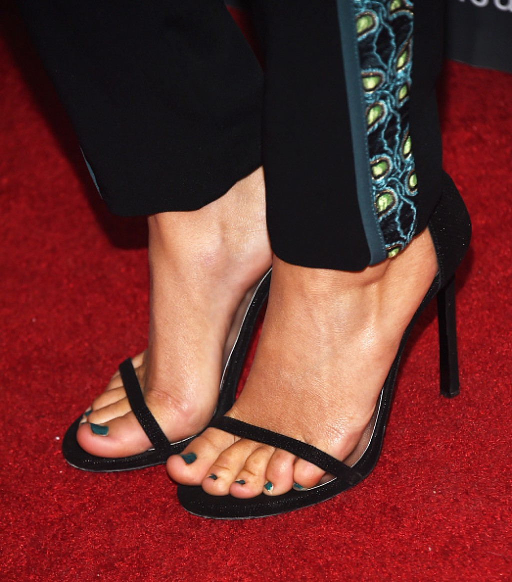 2016-VES-Awards-Camilla-Luddington-Shoes-1024x1163