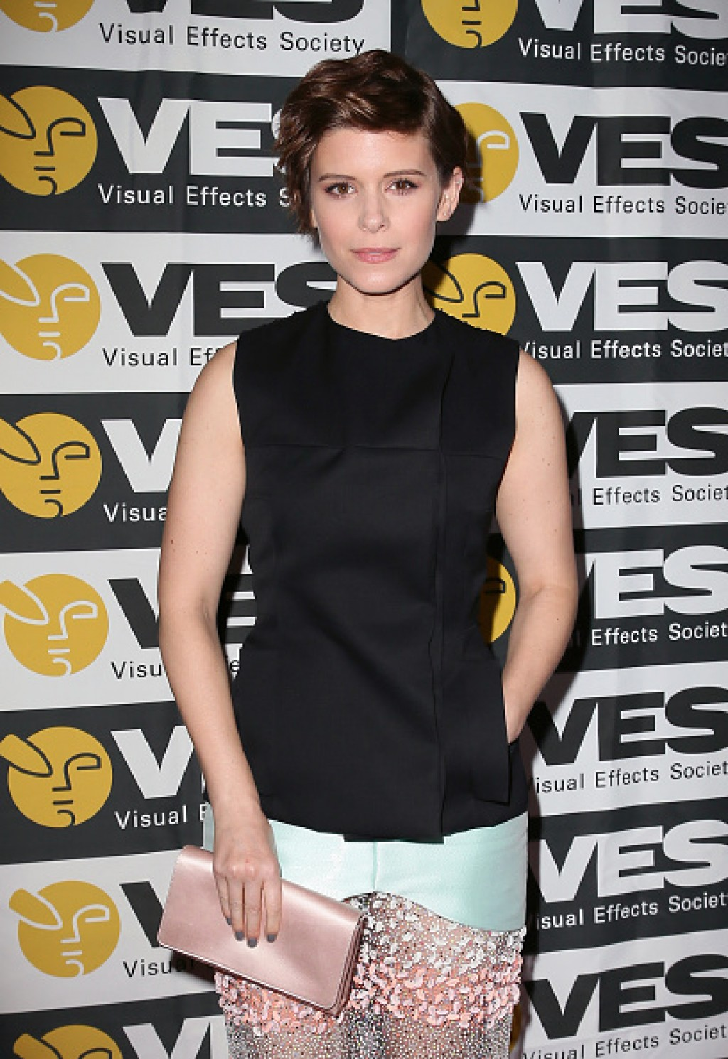 2016-VES-Awards-Kate-Mara-Details-1024x1490