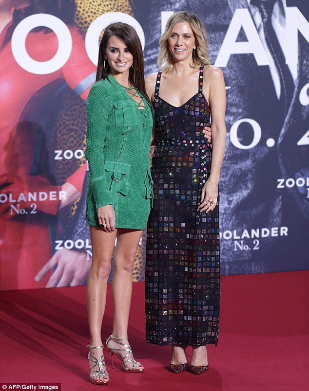kristen-wiig-in-rosie-assoulin-at-the-zoolander-2-berlin-premiere