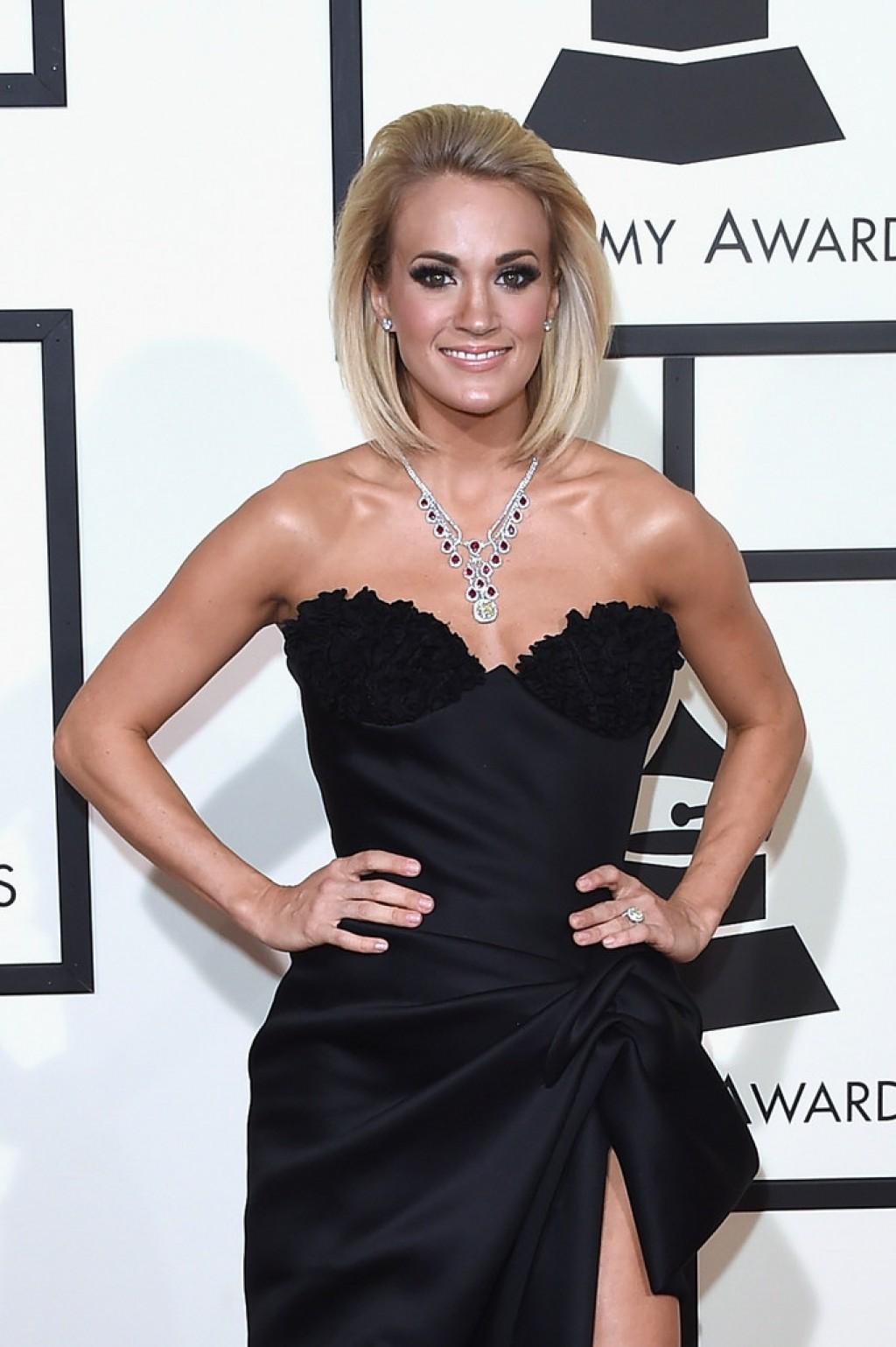 Carrie-Underwood-2016-Grammys-1024x1539