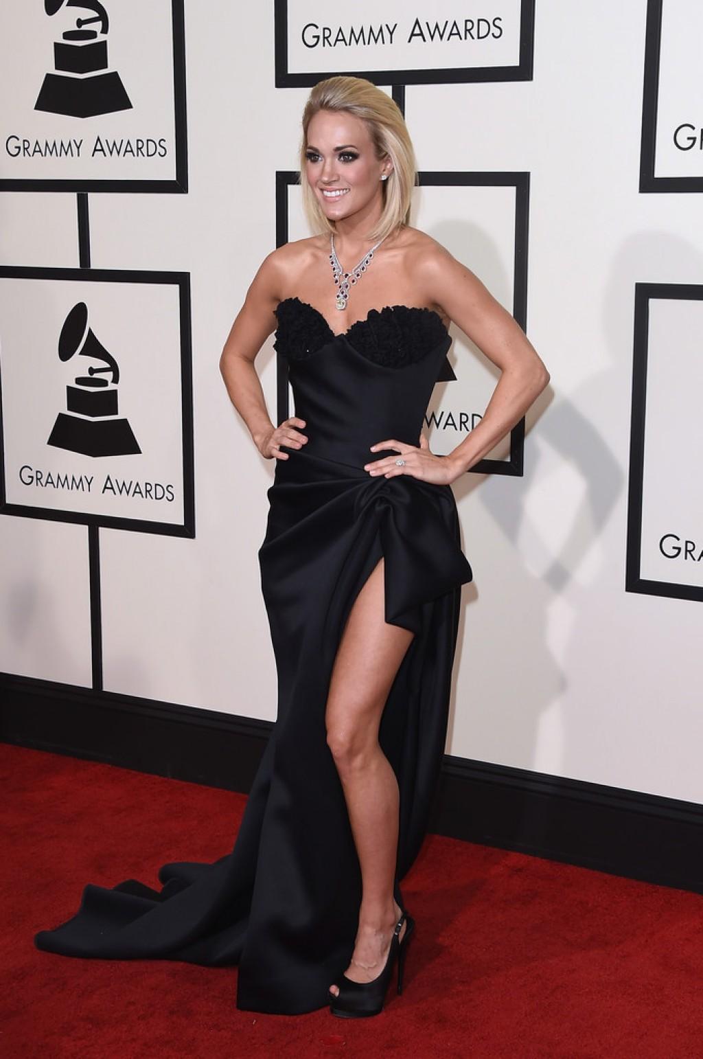 Carrie-Underwood-Wearing-Nicolas-Jebran-2016-Grammys-1024x1542