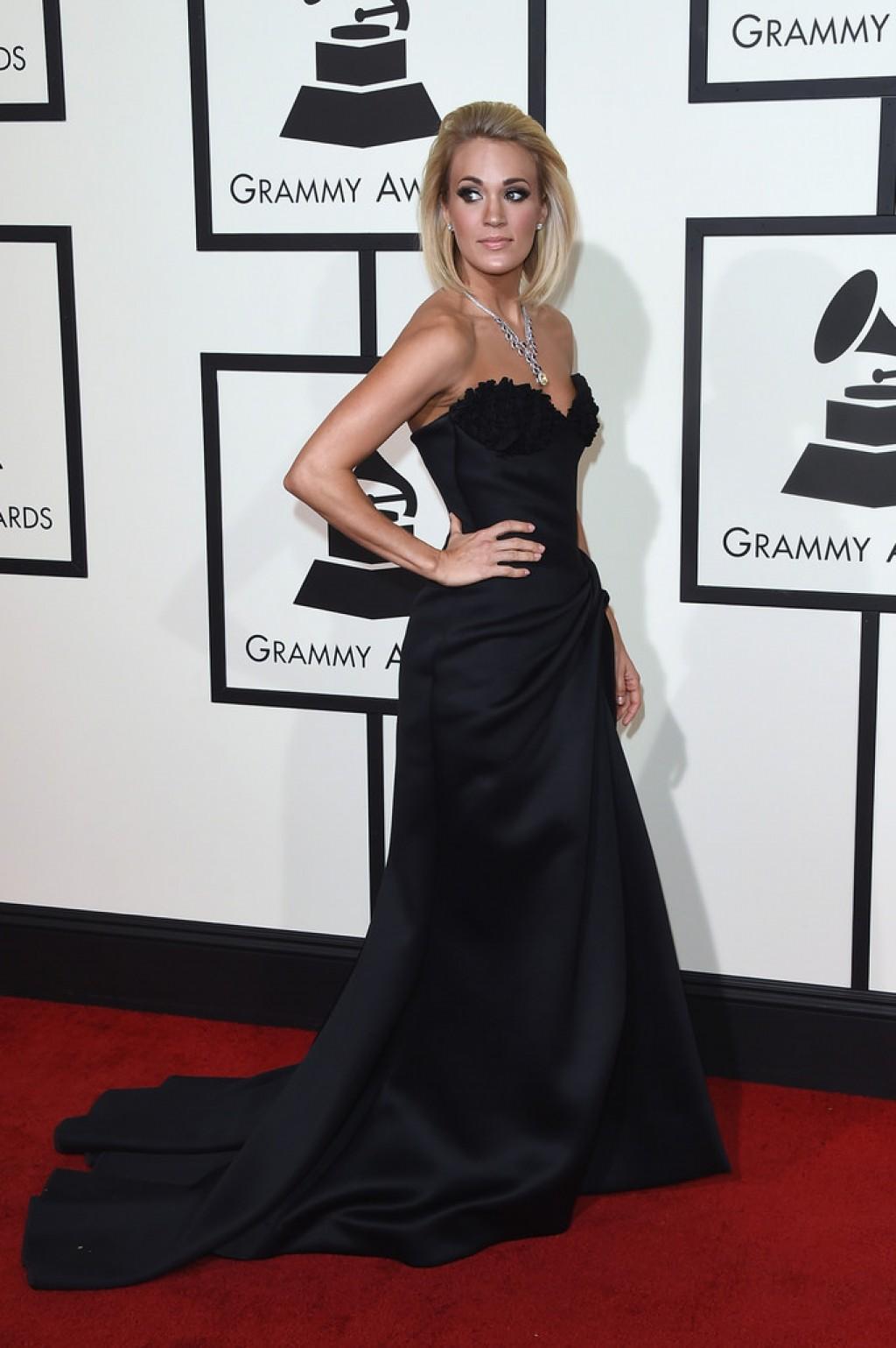 Carrie-Underwood-Wearing-Nicolas-Jebran-2016-Grammys-dress-1024x1539