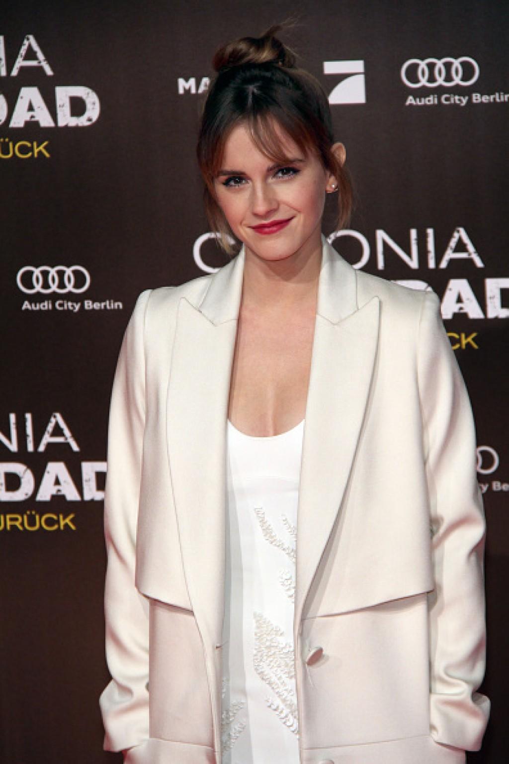 Colonia-Dignidad-Es-gibt-kein-zurueck-Berlin-Premiere-Emma-Watson-Half-Shot-1024x1536