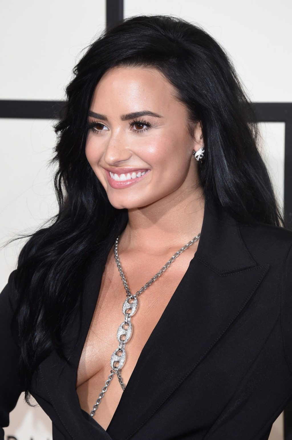Demi-Lovato-2016-Grammys-2-1024x1542