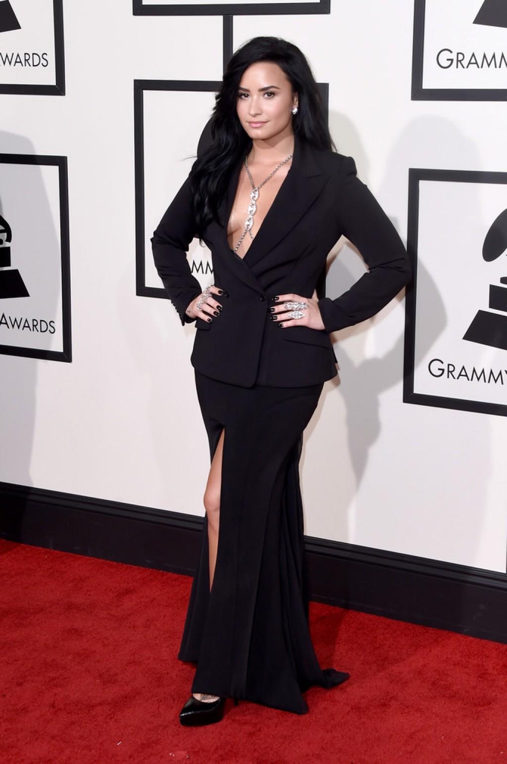 Demi-Lovato-Wearing-Norisol-Ferrari-2016-Grammys-1024x1542